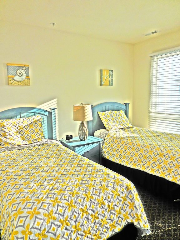 Second floor twin bedroom that can convert to a king bed. Also has a bay balcony