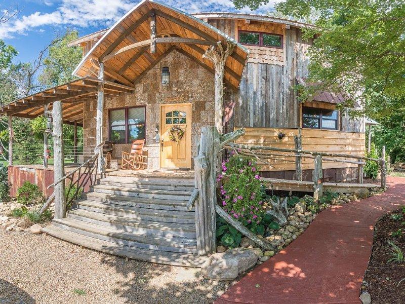 Watauga River Cabins- Cedar Cabin, holiday rental in Elizabethton
