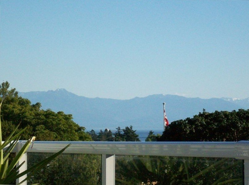 Breathtaking Ocean & Mtn Views and Conveniently Located, vakantiewoning in View Royal