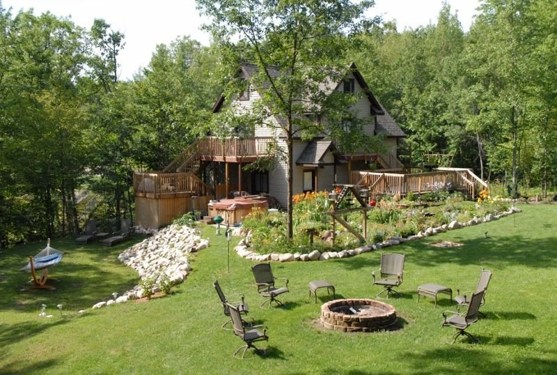 Private, Secluded and Family-Friendly Cottage with 2 mini-cabins & Hot Tub, holiday rental in Gladwin