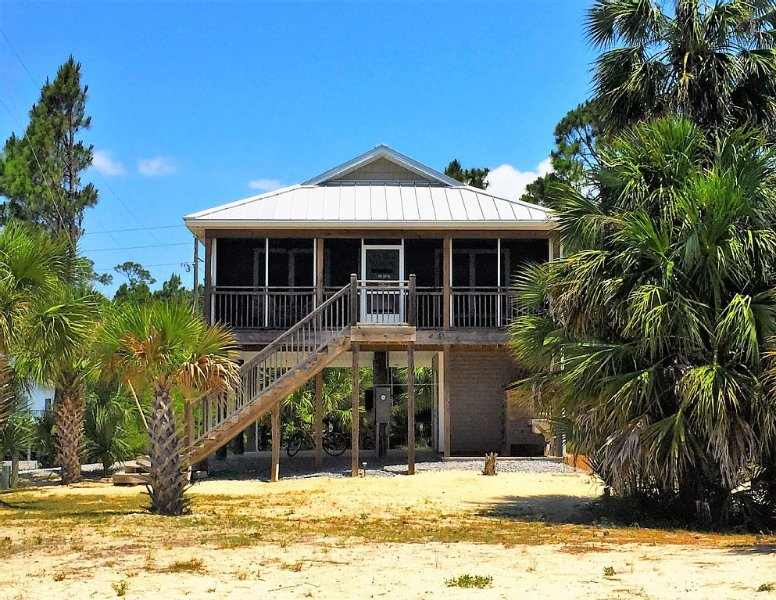 100 steps to beach!Big screen porch!Gulf views!hammock,WiFi,grill,beach supplies, alquiler de vacaciones en Cape San Blas