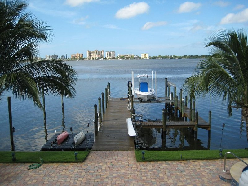 Dolphins, Manatees and More from 'The Perfect Getaway' Home!, vacation rental in Fort Myers Beach