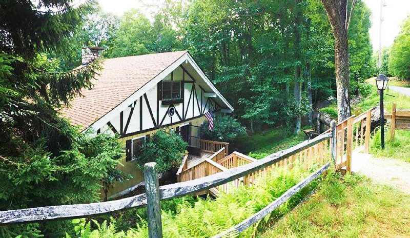 Beech Mountain Beautiful Chalet 4/3, holiday rental in Beech Mountain