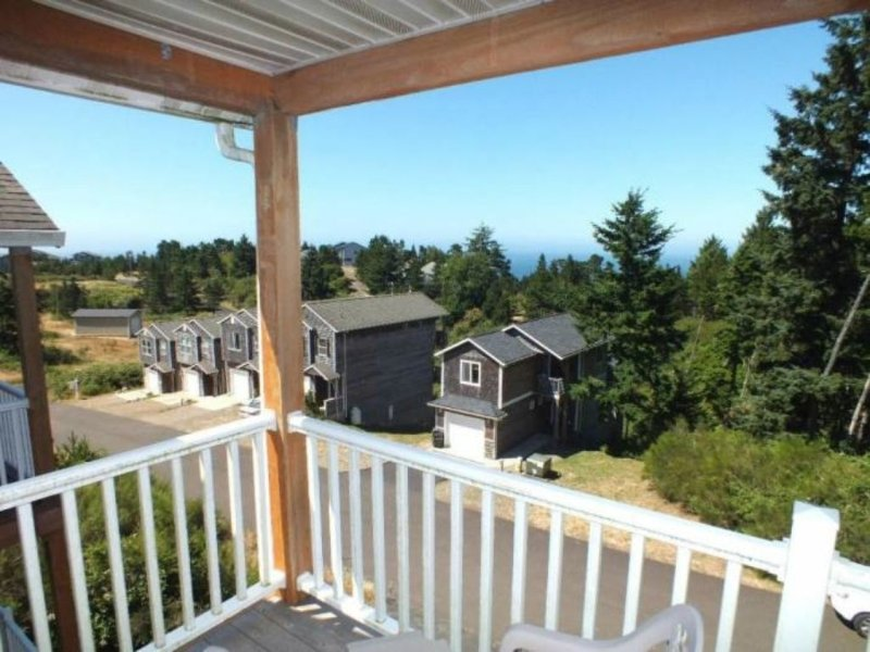 Spacious Comfortable Contemporary Beach Home, holiday rental in Cape Meares