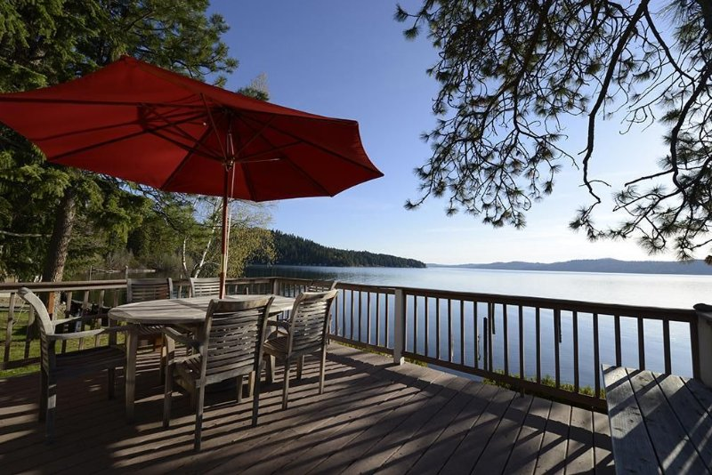 Coeur D'Alene Waterfront Cabin with Beautiful Panoramic Views, holiday rental in Worley