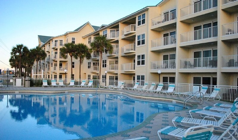 Beautiful Updated Condo-Great Price -Beach Service (2 Chairs/1 Umbrella) Incl., vacation rental in Miramar Beach