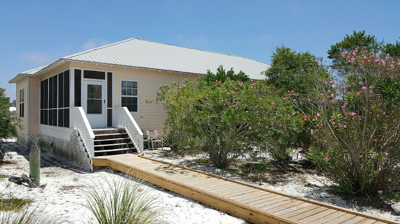 The COASTAL RETREAT Beach Cottage: The Rookery: Ft Morgan Beach: Gulf Shores, alquiler de vacaciones en Fort Morgan