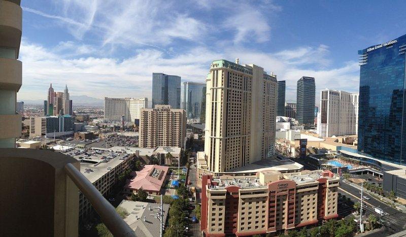 Signature MGM Strip View w/Balcony Jr. Suite/22nd Floor Starting at $99/nt., alquiler de vacaciones en Las Vegas