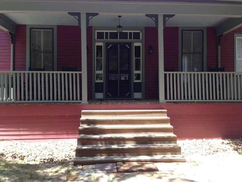 Antique 1890 Farm House -  New Ulm, TX - great for Antique Week or Getaway- WiFi, alquiler vacacional en Ellinger