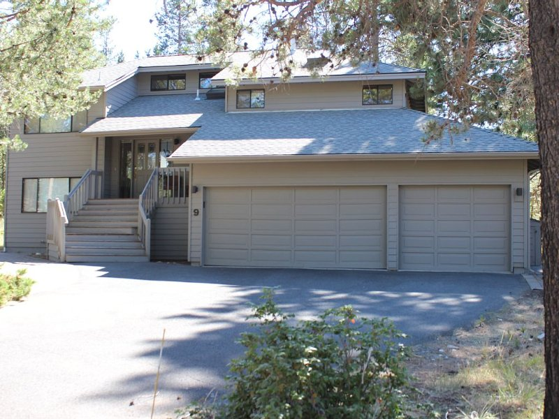Home located in a quiet dead end street in the heart of Sunriver