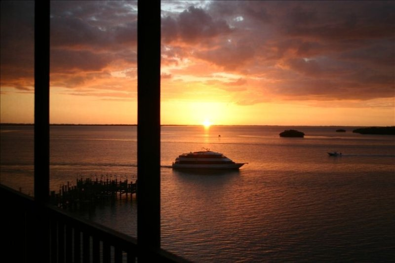 Condo is Sanitized Ready for Bookings - Clorex Wips-Hand Sanitizer - Great Rates, alquiler vacacional en Isla de Sanibel