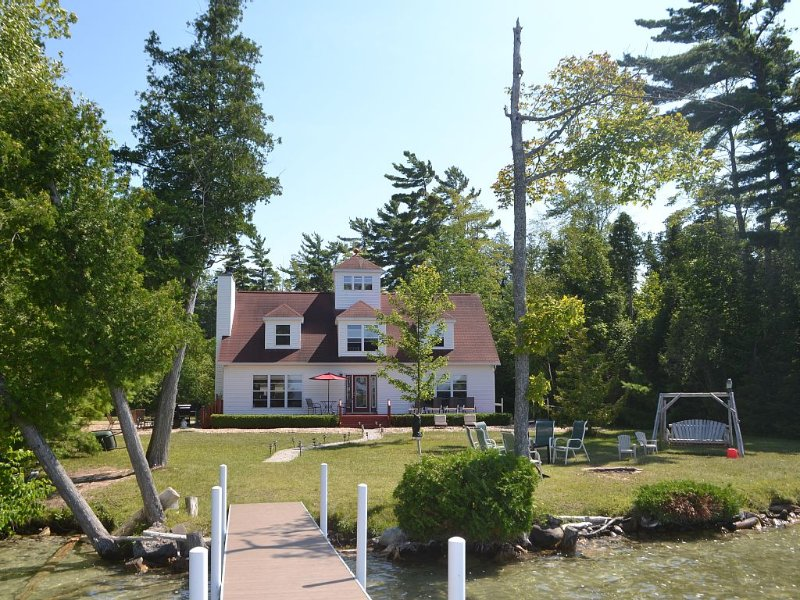 Family Friendly, Private, Beautiful Lakefront Home, Leelanau County, vacation rental in Cedar