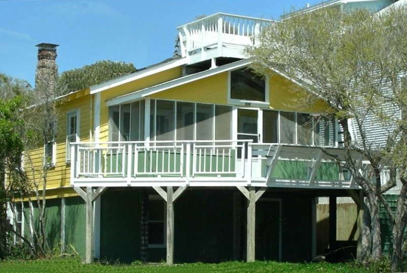 Oceanview Beach Cottage - Prime Location, vacation rental in Charleston