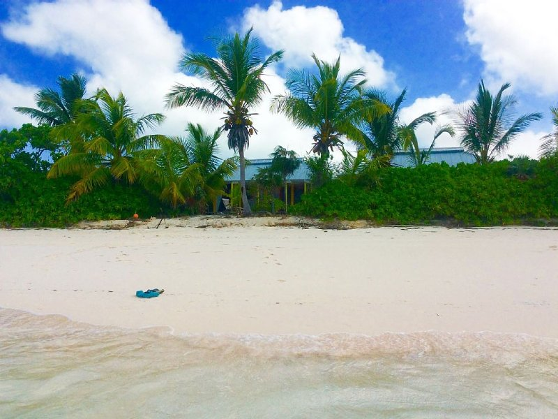 A Home On The Beach For The Two Of You As Well As Your Kids And Your Pet, holiday rental in Cat Island