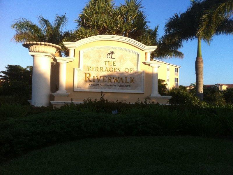 Very Nice and Large 1500+square Ft Riverwalk Condo Top Floor, alquiler de vacaciones en Fort Myers