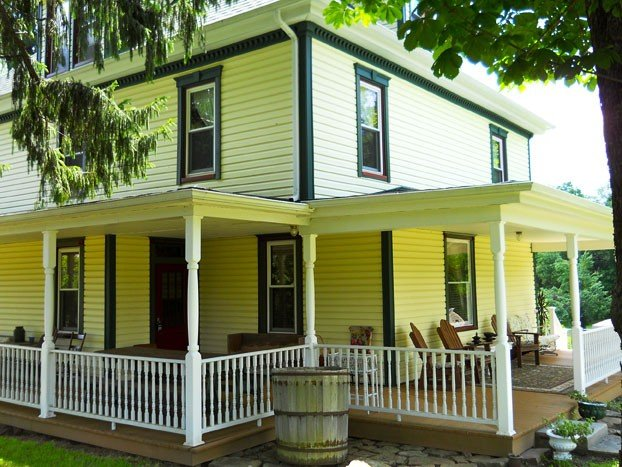 Large, wrap-around porch with plenty of seating!