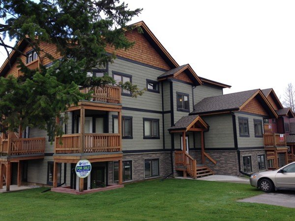 Pet friendly mountain retreat - book now for fall and ski season!, holiday rental in Radium Hot Springs