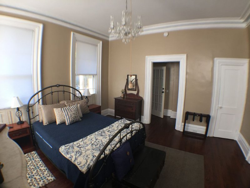 Walk downtown from this beautiful 1850 Antebellum home, vacation rental in Wilmington