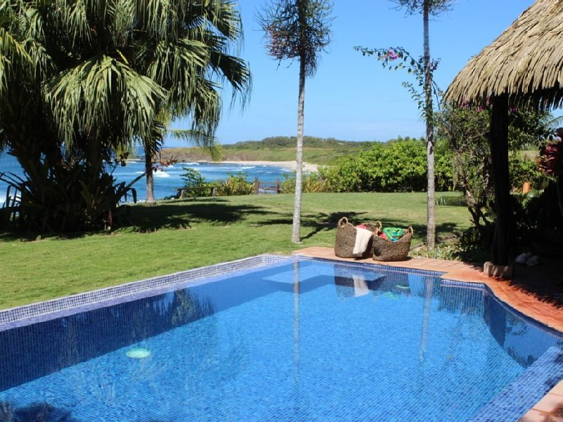 Private oceanfront villa with beautiful beach, spectacular sunsets, alquiler de vacaciones en Playa Junquillal