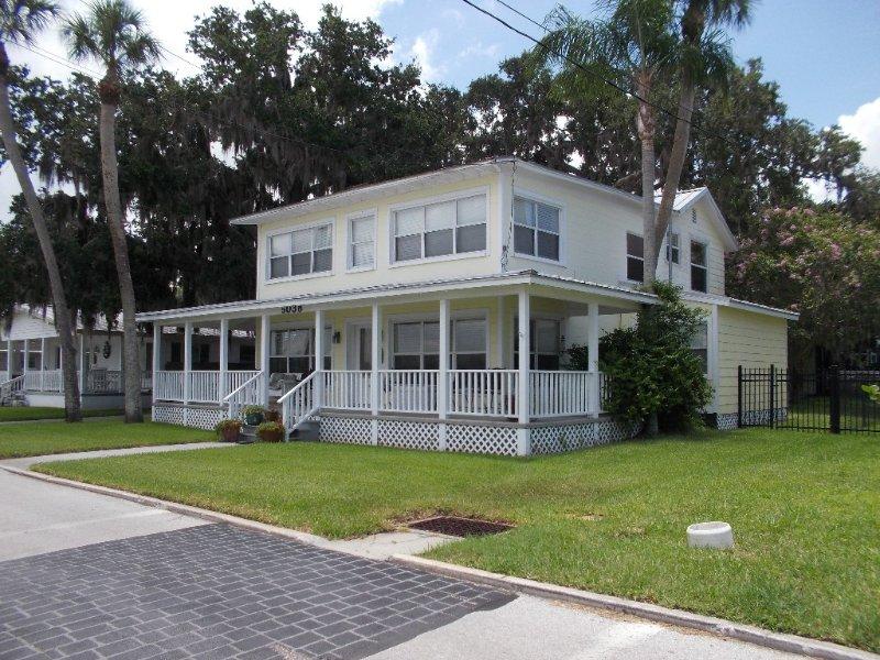 Sunset River House - Home w/Pontoon Boat for rent. Private Dock. Sleeps 12, alquiler de vacaciones en Port Richey