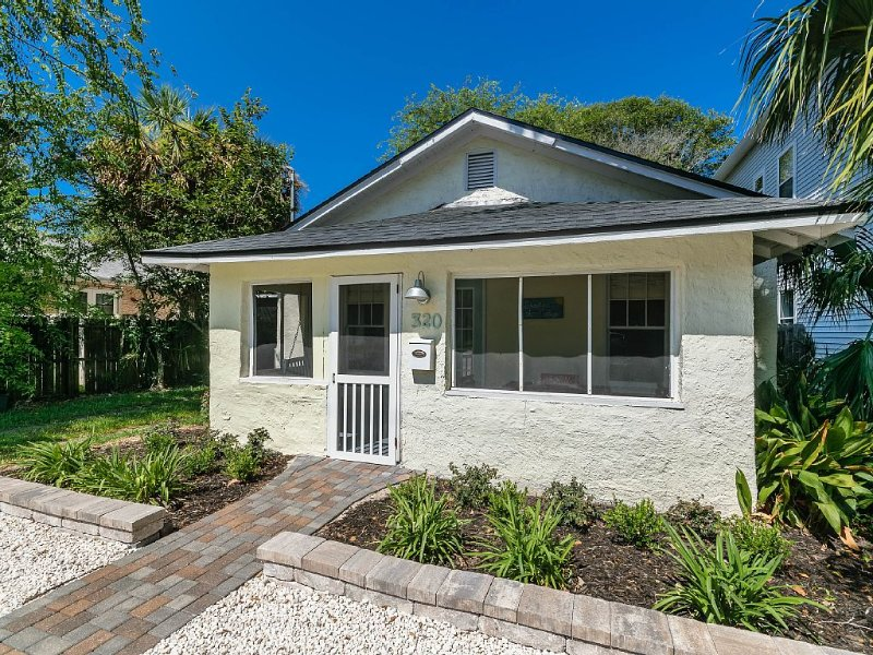 Historic Beach Cottage Walk/Bike to Heart of Jax Beach - Newly Renovated, holiday rental in Jacksonville Beach
