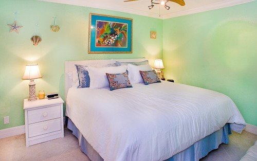 South Seas Beach Front king bed sleeper sofa renovated ON THE BEACH higher floor, holiday rental in Captiva Island