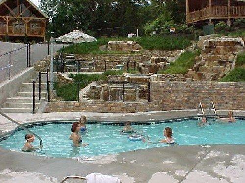 Luxury Cabin in woods near Resort Pool & Waterfall $99, vacation rental in Gatlinburg