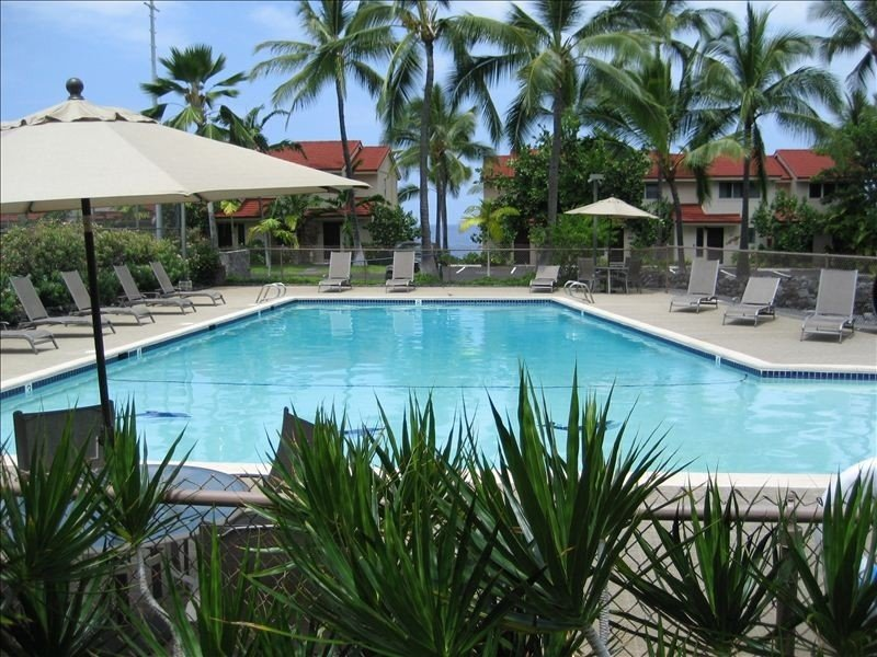 Wonderful pool with ocean view...1-3 foot shallow end is great for kids!