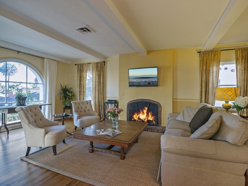 Romantic Spanish Retreat 2 Blocks From State St. And West Beach, holiday rental in Santa Barbara