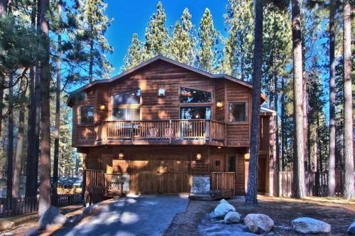 Beautiful 6 Bedroom, 4 Bathroom Mountain Home Perfectly Appointed For R&R, vacation rental in South Lake Tahoe