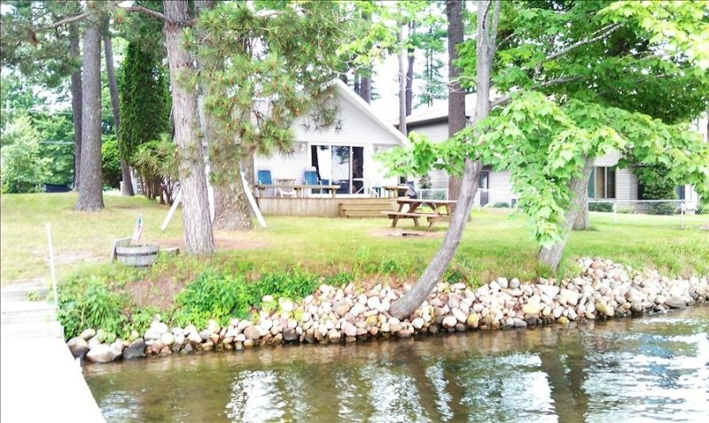 Beautiful Lake Front Property Located on the Cloverleaf Lakes., holiday rental in Cecil