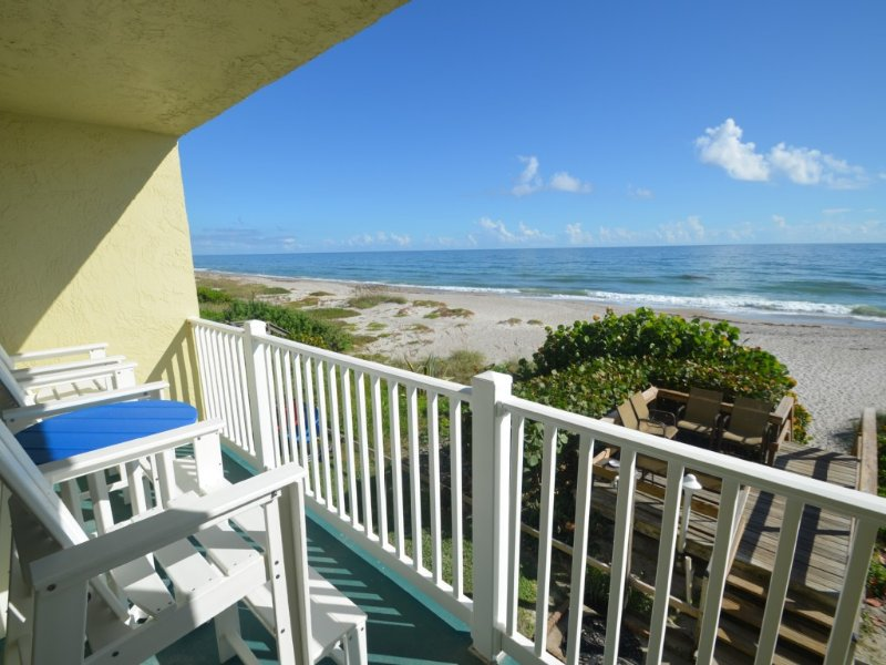 Oceanfront Condo - Newly Remodeled!, casa vacanza a Indialantic