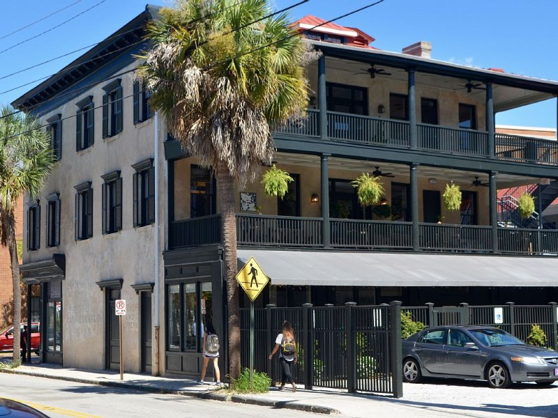 Historic Upper King Restoration!, holiday rental in Charleston