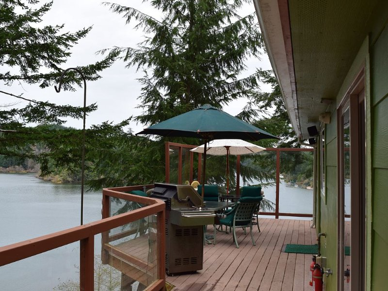 Mcdragonfly Cabin-wow! This Is Some Cabin., vacation rental in Reedsport