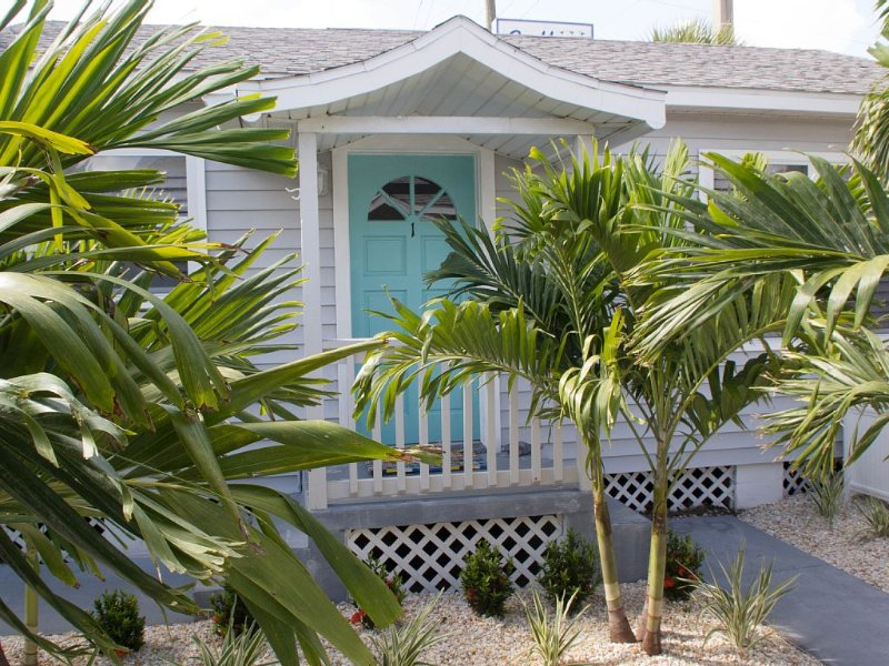 The Cleanest Cottage on the Beach! Our Reviews do the talking., holiday rental in Treasure Island