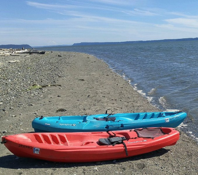 2 sit-on-top kayaks available for fun out on Livingston Bay!