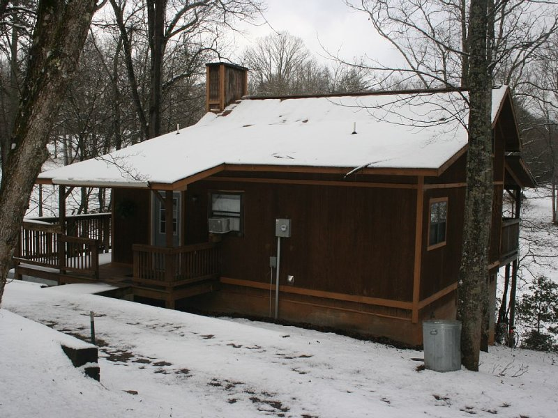Private, Secluded, Relaxing Cabin... Just Off The Beaten Path., location de vacances à Blairsville