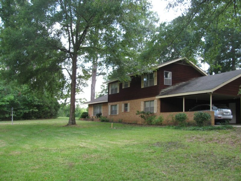 Perfect for Game Weekends - Rent a Football Weekend and get a third night FREE, vacation rental in Starkville