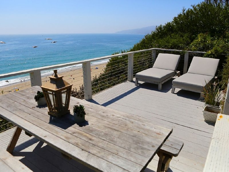 Beautiful 2 Bdrm Designer Beach House On The Pt. Dume Bluffs, vacation rental in Malibu