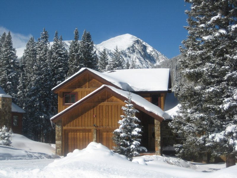 Starwood...mountain View! Hot Tub! Game Room! Quiet, Convenient, Colorado., vacation rental in Breckenridge