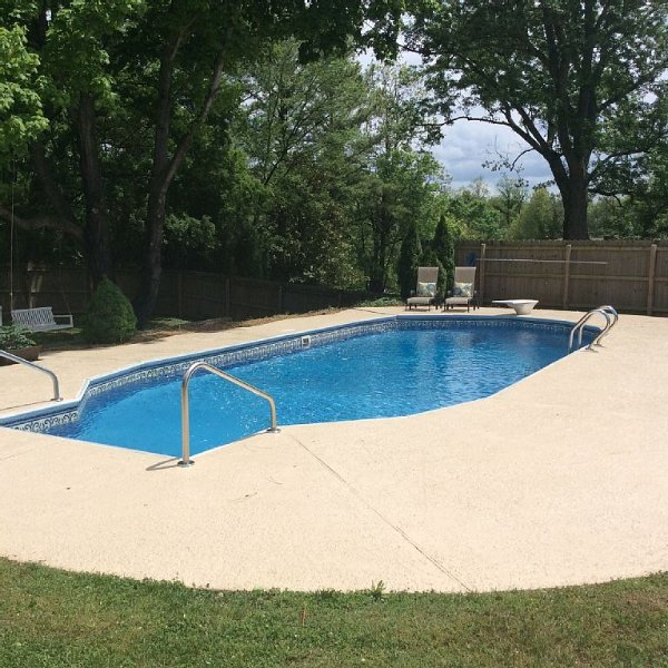 Private pool! Perfect location! Less than 2 miles to Franklin's charming Main St, holiday rental in Franklin