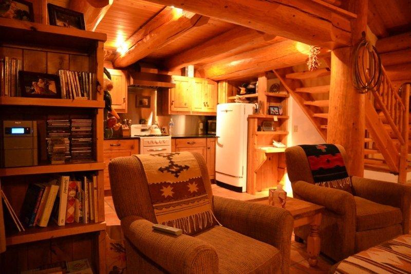 Romantic log cabin getaway. It's back on the market after a 3 year sabbatical!!, location de vacances à June Lake