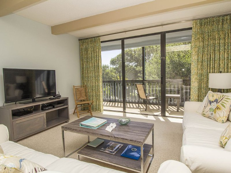 Longer-term Condo in Resort-like Community-Private Beach,Golf,Tennis,River Dock, vakantiewoning in Micco
