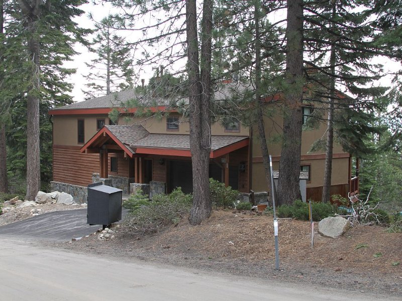 Spacious Lake Tahoe Escape, vacation rental in Tahoma