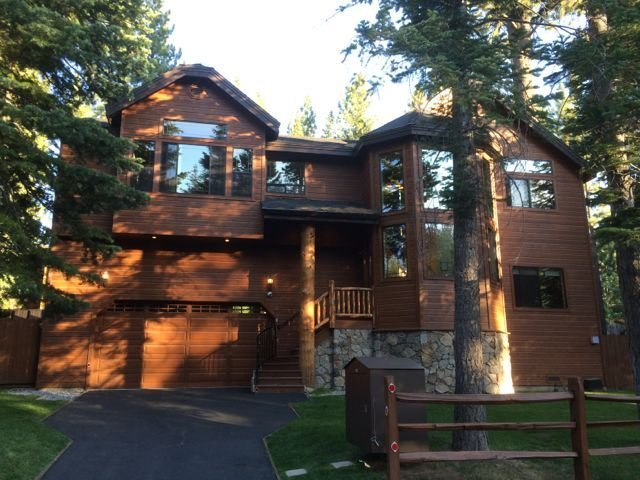 Custom Luxury Home W/Hot Tub & Pool Table, alquiler de vacaciones en South Lake Tahoe