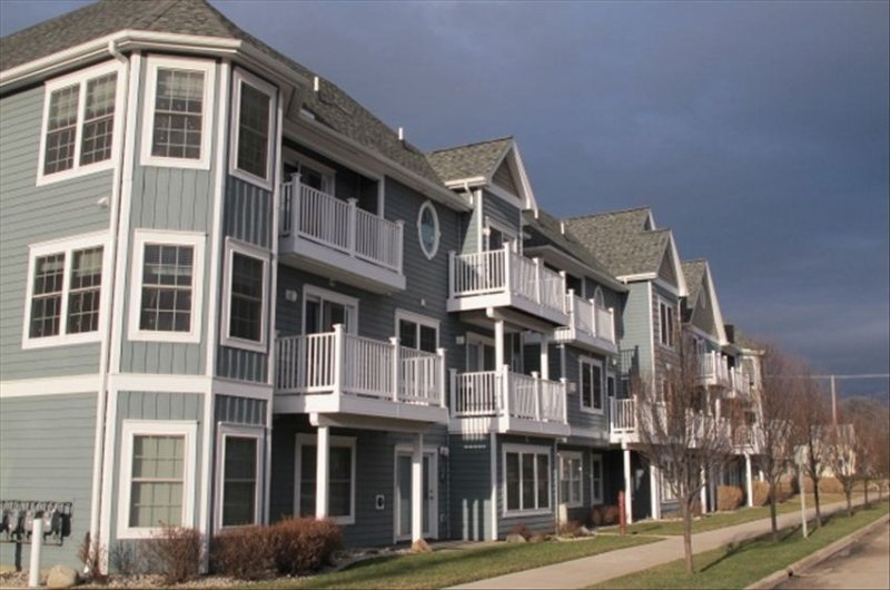 Downtown condo with great park view, easy walk to downtown attractions, wifi, holiday rental in Grand Traverse County