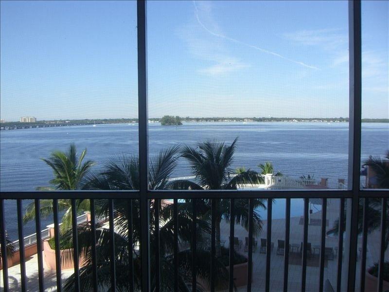 Beautiful Ft. Myers Riverfront, alquiler de vacaciones en Fort Myers