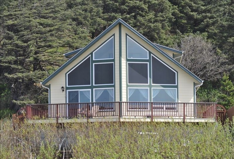 OCEAN FRONT - Nominated for 2016 'Best of the Northwest Escapes', holiday rental in Moclips
