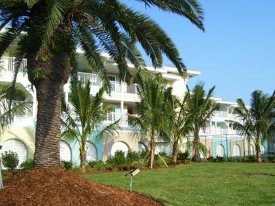 Sea'n'Sand Beachfront at La Costa with Tennis Court, Pool, BBQ & Elevator, holiday rental in Anna Maria Island