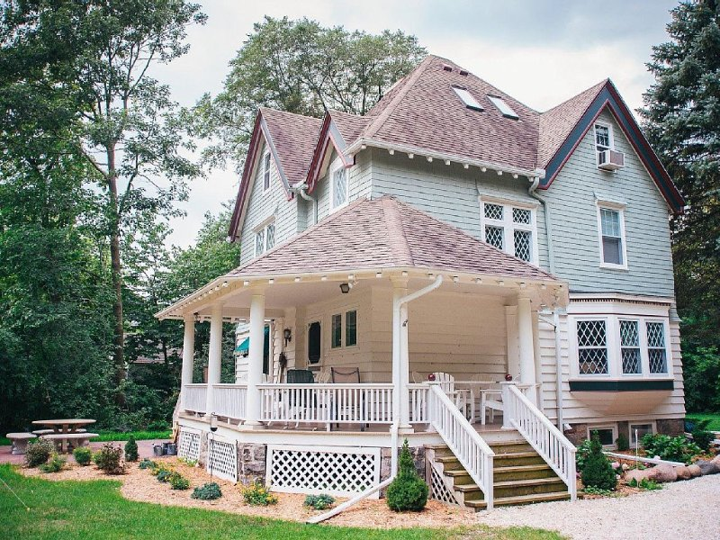 Victorian Lake Home, vacation rental in Richfield